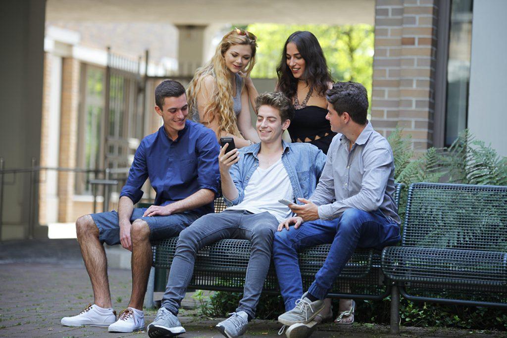 Schule aus, was dann? Wir geh'n in's JiBB | Victor [18] Anna [19] Tim [21] Jacqueline [22] Levin [18]
